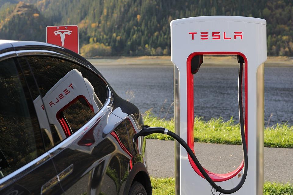 Recharge des voitures électriques, que dit la loi ?